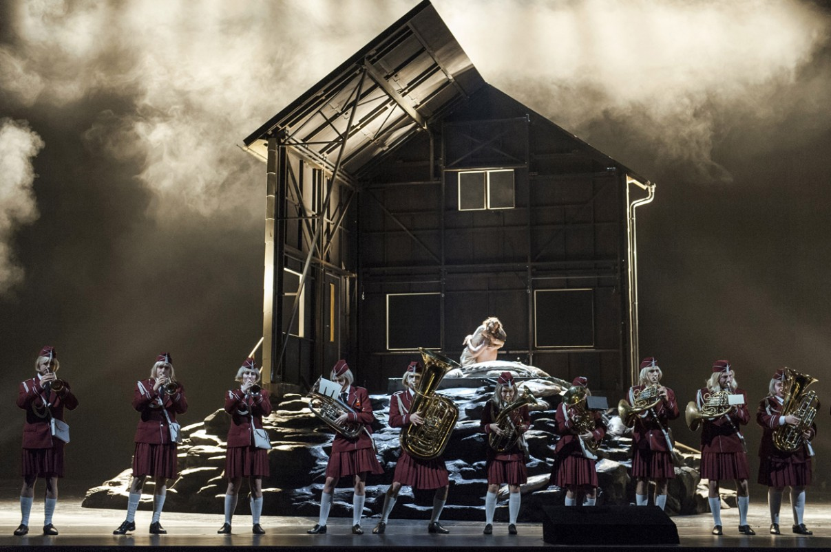 Lady Macbeth von Mzensk - Dmitrij Sjostakovitsj Premiered at the Norwegian National Opera and Ballet Oslo on 5th September, 2014  Deutsche Oper Berlin Premiered 25th January, 2015 Photo: Marcus Lieberenz Conductor: Donald Runnicles Director: Ole Anders Tandberg Stage-design: Erlend Birkeland Costume-design: Maria Geber Choir Conductor: William Spaulding Choreographer: Jeanette Langert Dramaturge: Jörg Königsdorf